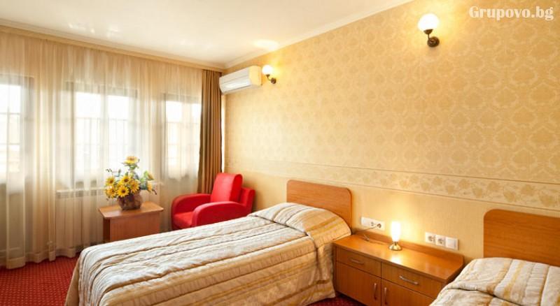 Нощувкa на човек със закускa и вечеря + сауна и парна баня от хотел Севастократор***, Арбанаси, снимка 8
