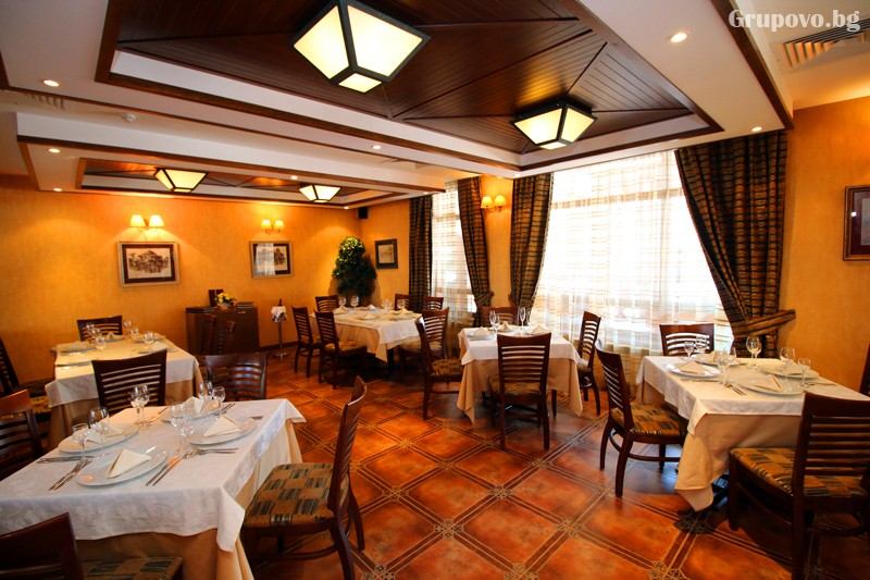 Нова Година в Банско! 3, 4 или 5 нощувки на човек със закуски и вечери, едната празнична + басейн и сауна в хотел Евелина Палас****, снимка 5