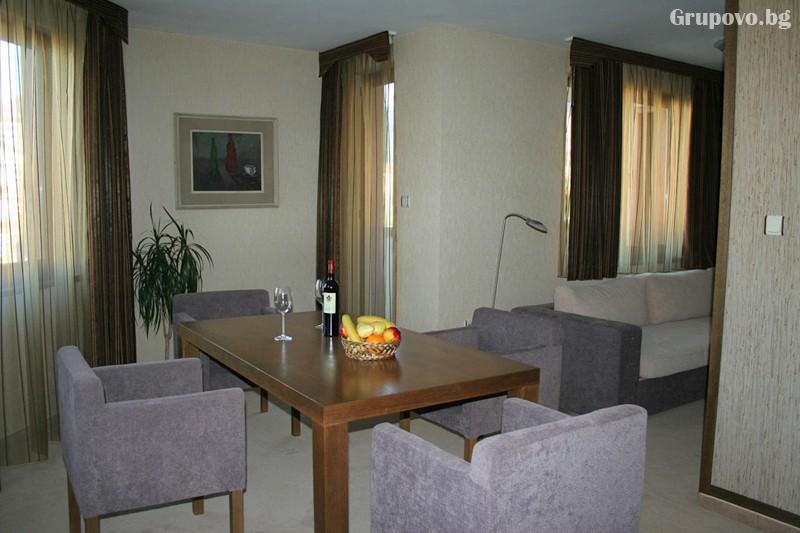 Нова Година в Банско! 3, 4 или 5 нощувки на човек със закуски и вечери, едната празнична + басейн и сауна в хотел Евелина Палас****, снимка 6